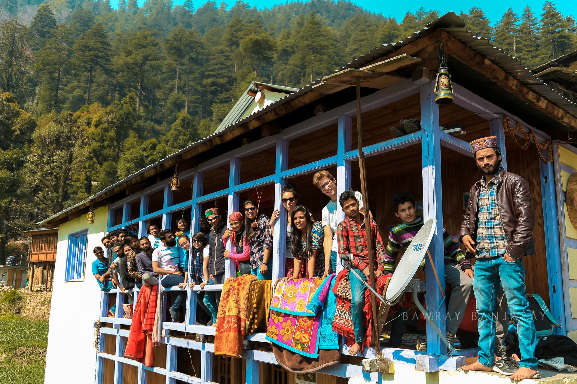 Travellers meet in Sainj Valley